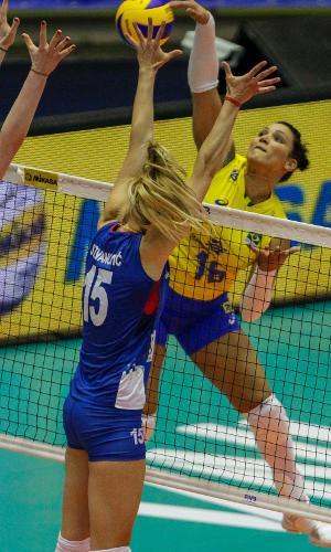 Tandara ataca seleção brasileira vôlei