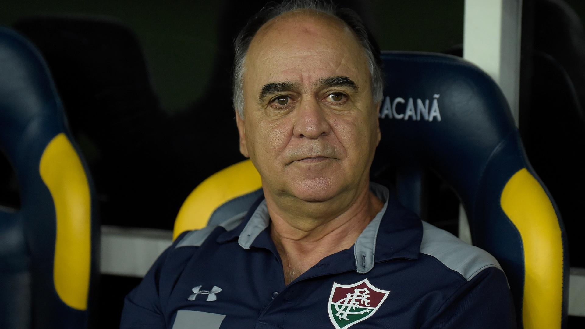 Técnico Marcelo Oliveira comanda o Fluminense em partida do Campeonato Brasileiro