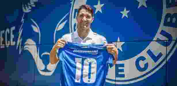 De contrato renovado na Toca da Raposa, meia usará a camisa 10 deixada por Arrascaeta - Cruzeiro/Divulgação