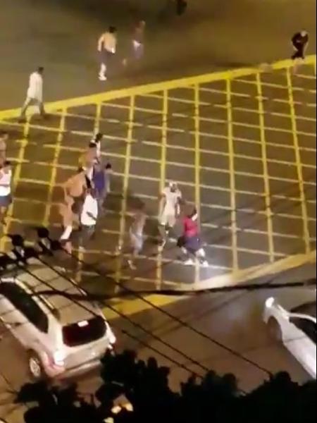 No noite de homenagens aos garotos do Ninho, organizadas brigaram na saída do Maracanã - Reprodução/Twitter