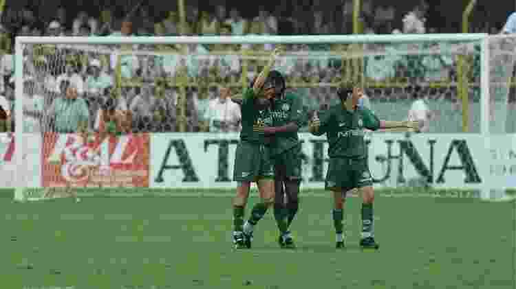 Golaço de Darci eliminou o Santos da Copa do Brasil 1998 em plena Vila Belmiro - Folha Imagem - Folha Imagem