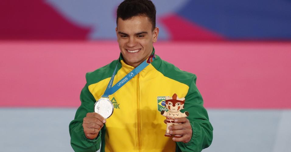 Caio Souza conquista a medalha de prata nas barras paralelas do Pan de Lima