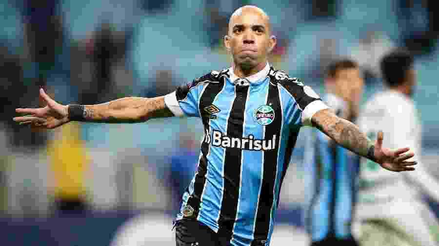 Tardelli celebra após marcar pelo Grêmio contra a Chapecoense; jogador atuará como centroavante no time - Pedro H. Tesch/AGIF