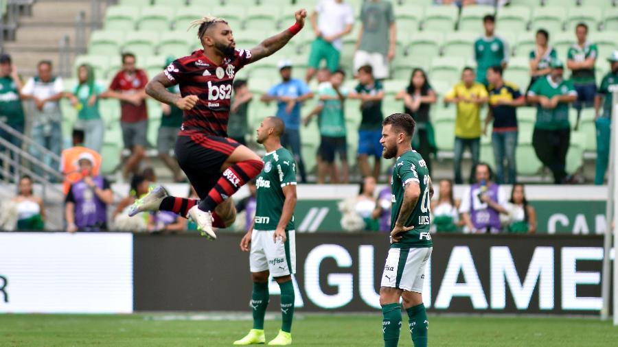 Gabigol comemora gol marcado contra o Palmeiras, no Allianz Parque - Bruno Ulivieri/AGIF