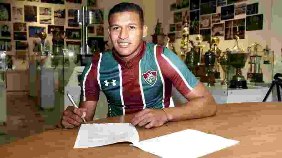 Fernando Pacheco tirou documentos, e Flu aguarda Sporting Cristal para inscrevê-lo - Mailson Santana/Fluminense FC