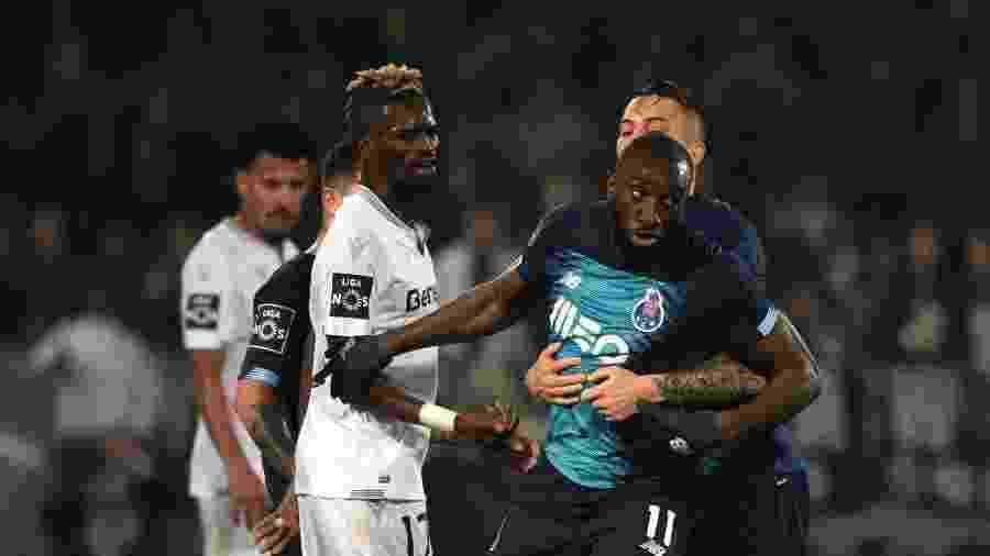 Moussa Marega se revolta com insultos racistas no jogo Vitória Guimaraes x Porto - MIGUEL RIOPA / AFP