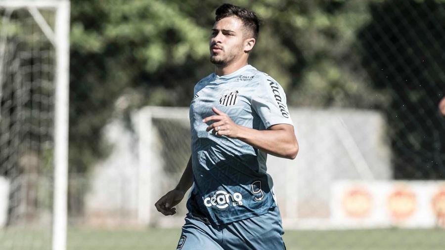 Fernando Pileggi, lateral-direito do Santos, em treino no CT Rei Pelé - Ivan Storti/Santos FC