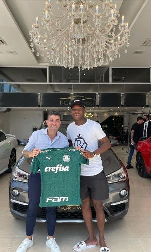 Patrick de Paula compra carro de luxo avaliado em R$160 mil