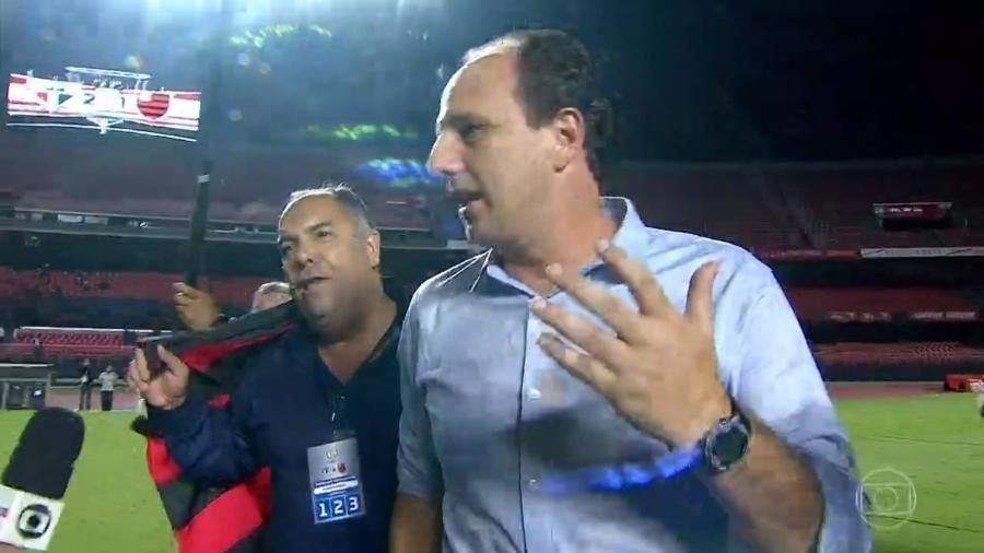 Marcos Braz interrompe entrevista de Rogério Ceni após título do Flamengo  - Transmissão Globo