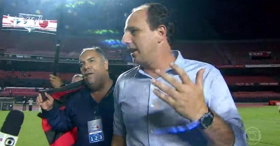 Marcos Braz interrompe entrevista de Rogério Ceni após título do Flamengo