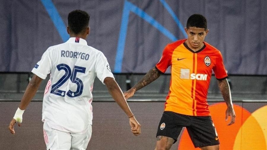 Dodô, do Shakhtar, domina a bola marcado por Rodrygo, do Real Madrid - Divulgação/FC Shakhtar