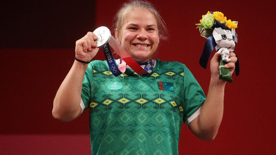 Polina Guryeva, do levantamento de peso, se tornou a 1ª medalhista da história do Turcomenistão nas Olimpíadas - Chris Graythen/Getty Images