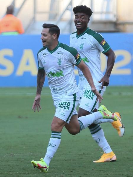 Mauro Zárate comemora gol pelo América-MG contra o Cuiabá - Gil Gomes/AGIF