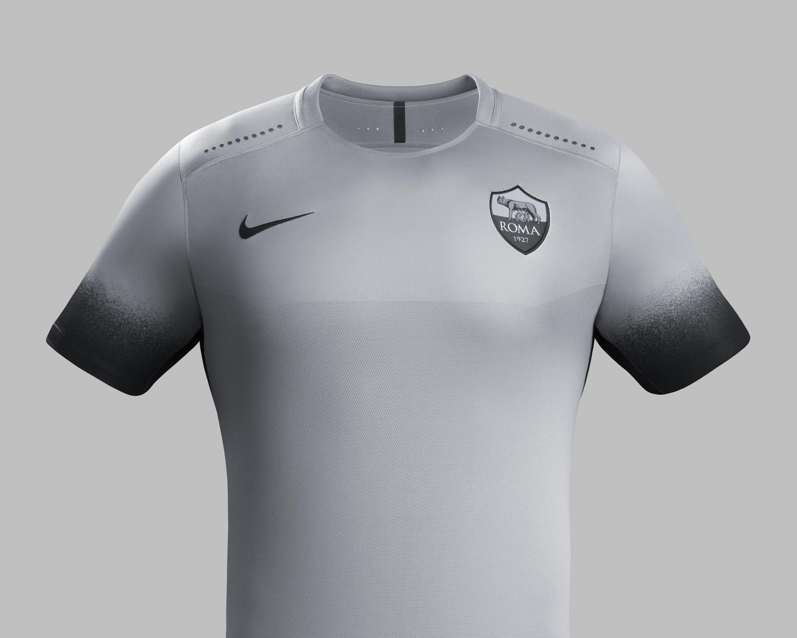 Terceiro uniforme da Roma para a temporada. Cinza prevalece
