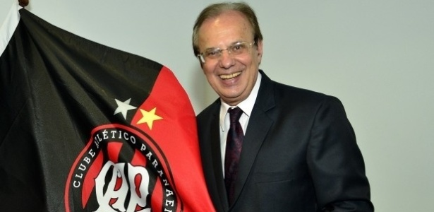 Presidente Luiz Sallim Emed prometeu, em conversa com torcedores, tomar providências