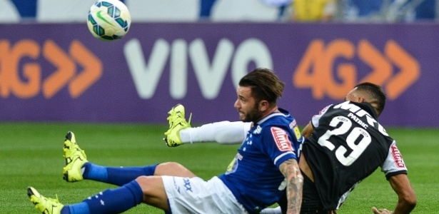 Cruzeiro e Atlético-MG jogam pelo Brasileirão de 2015 - Fred Magno/Light Press/Cruzeiro