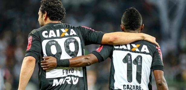 Cazares e Fred comemoram um dos 62 gols marcados pelo quarteto ofensivo do Atlético-MG em 2016