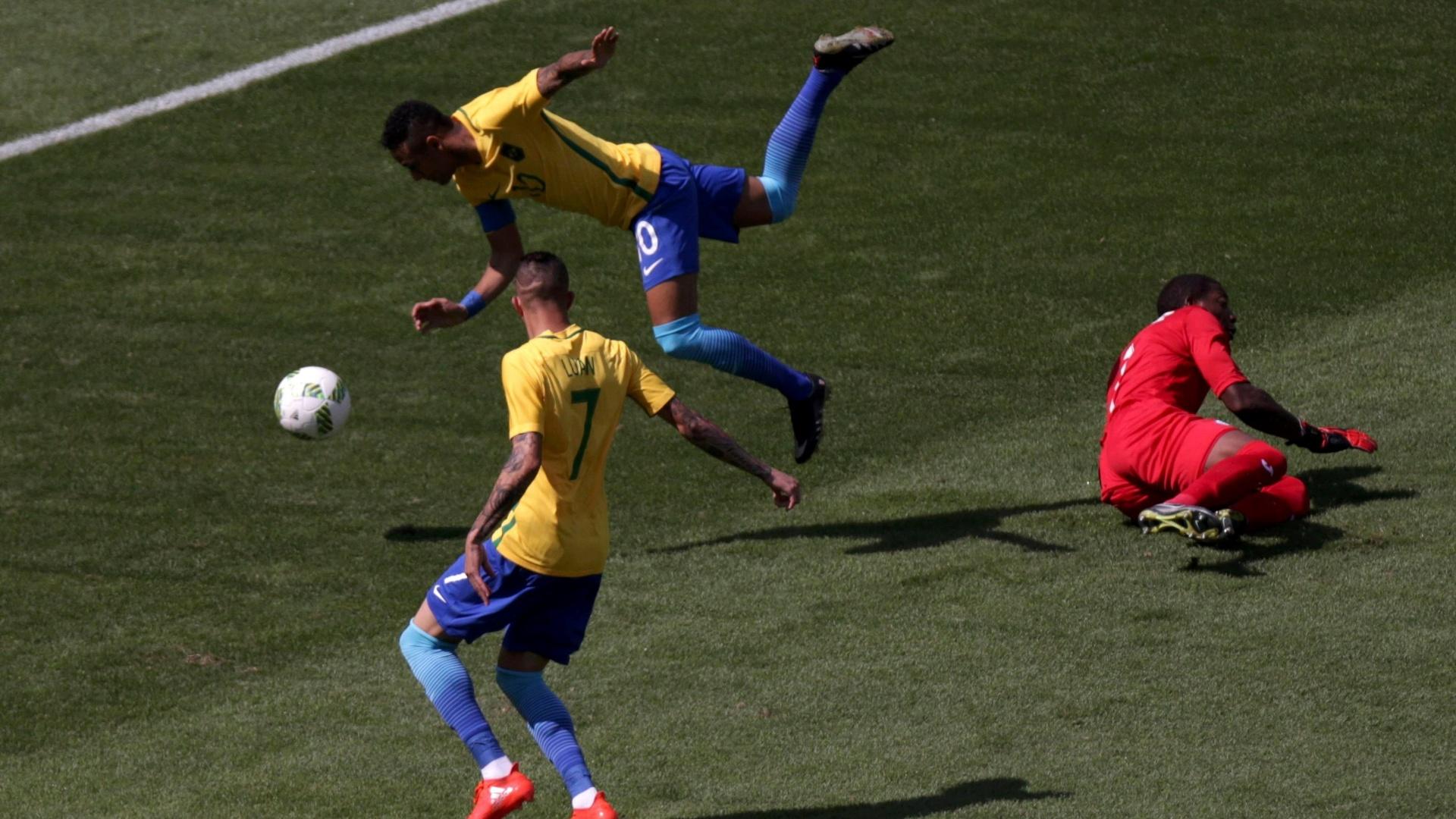 Neymar após dividir com goleiro hondurenho Luis Lopez