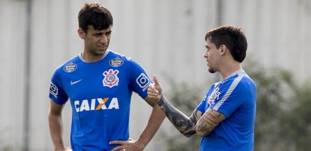 Camacho conversa com Fagner na véspera de Corinthians x Atlético-PR  - Daniel Augusto Jr/Agência Corinthians