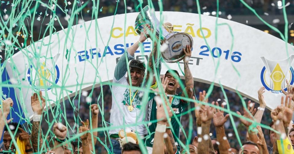 Dudu ergue ataça de campeão brasileiro ao lado do presidente Paulo Nobre