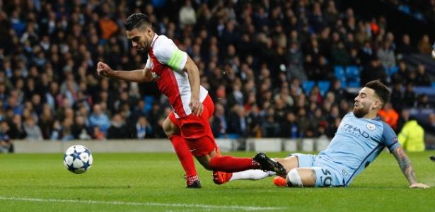 Otamendi em ação pelo Manchester City contra Falcao García, do Monaco