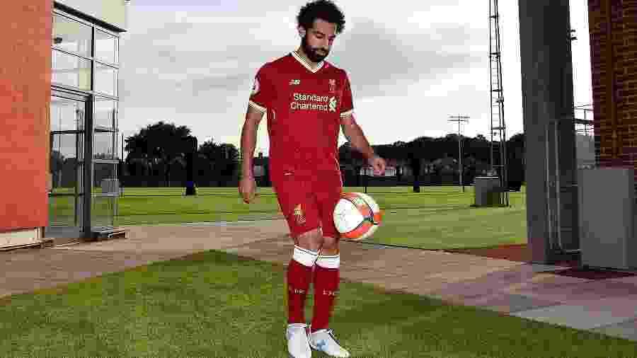 Mohamed Salah chega para vestir a camisa 11 do clube - Twitter/Divulgação