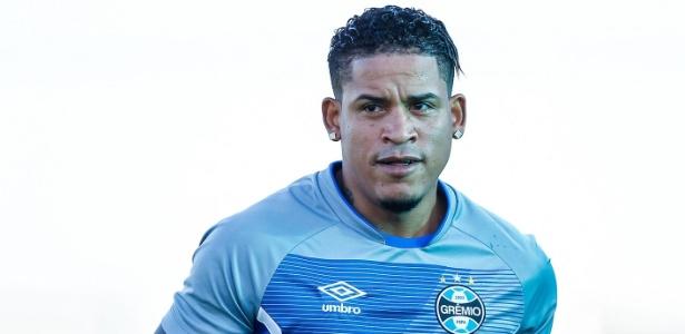 Meia-atacante Michael Arroyo não deu certo no Grêmio e será negociado pelo clube