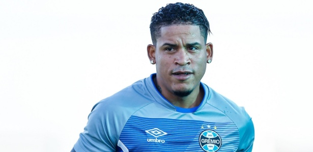 Meia-atacante Michael Arroyo durante treino físico no primeiro dia de Grêmio