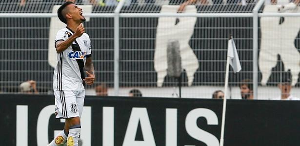 Lucca celebra um de seus 24 gols ano, justamente contra o Corinthians