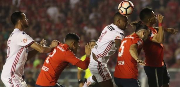 Juan reclama de mudança de regra e número de jogos no Fla após final
