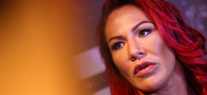 bfd233128b105 Amanda Nunes  Cris Cyborg traça meta para 2018  adotar uma filha ...