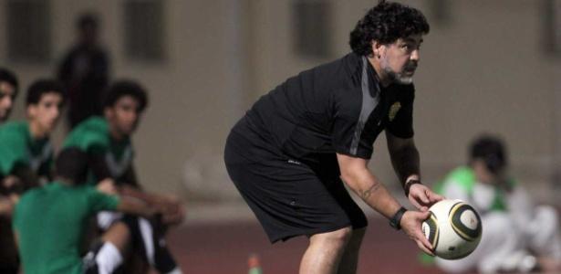 Maradona atualmente comanda o time do Al-Fujairah, em Dubai
