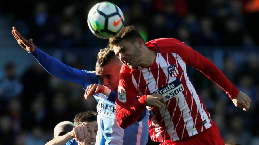 Lucas Hernández (à direita) em campo pelo Atlético de Madrid - Jon Nazca/Reuters