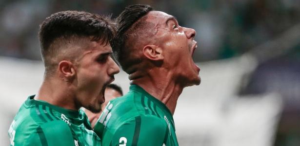 Antônio Carlos (à direita) comemora gol do Palmeiras contra o São Paulo