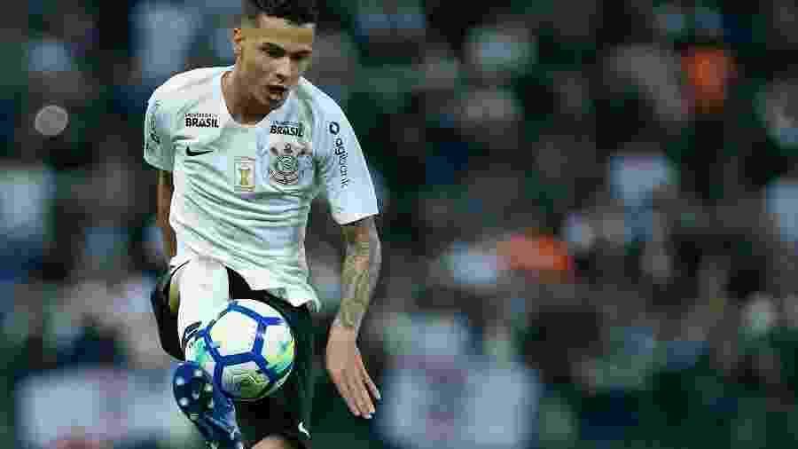 Thiaguinho ganha oportunidade no meio após expulsões seguidas de Araos e Douglas - Marcello Zambrana/AGIF