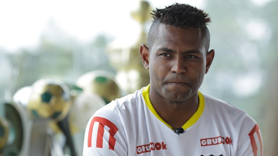 Jobson havia fechado com clube da 4ª divisão do Rio, mas desistiu e é acusado de calote - Kleyton Amorim/UOL