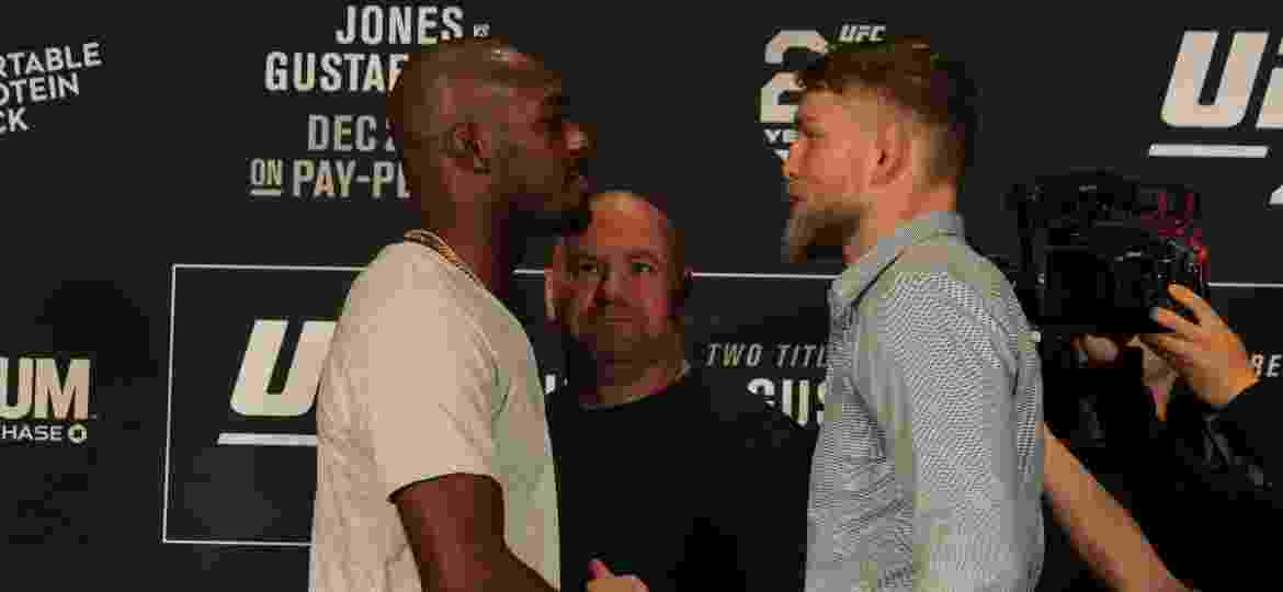Jon Jones e Alexander Gustafsson na encarada antes do UFC 232, em Los Angeles - Diego Ribas/Ag Fight