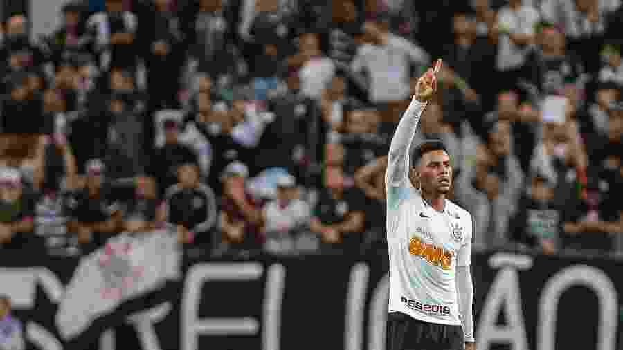 Gustavo comemora gol do Corinthians contra o Racing - Ale Cabral/AGIF