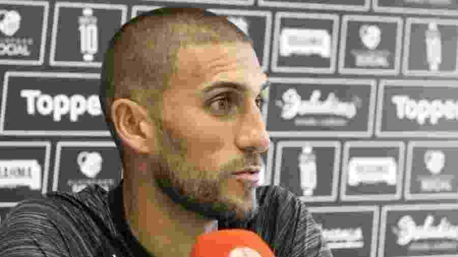 Rafael Marques, de 36 anos, está no Figueirense desde abril - Divulgação/Figueirense