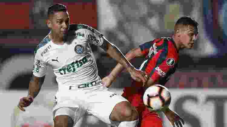 Antônio Carlos disputa lance em San Lorenzo x Palmeiras na Libertadores - Cesar Greco/Ag. Palmeiras/Divulgação - Cesar Greco/Ag. Palmeiras/Divulgação