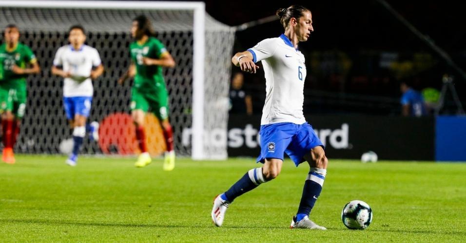 Filipe Luís durante Brasil x Bolívia na estreia da Copa América