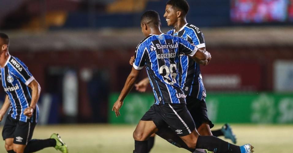 Jean Pyerre, do Grêmio, comemora seu gol no clássico contra o Inter pelo Gaúcho