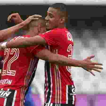 Everton comemora gol marcado pelo São Paulo contra o Guarani - Rubens Chiri