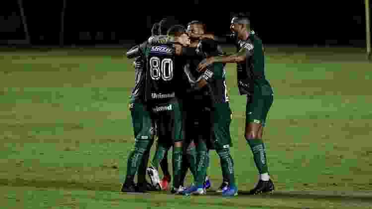 Jogadores do Goiás comemoram gol contra o Vasco pelo Brasileirão - Thiago Ribeiro/Thiago Ribeiro/AGIF - Thiago Ribeiro/Thiago Ribeiro/AGIF
