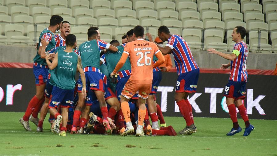 Jogadores do Bahia comemoram a classificação para a final da Copa do Nordeste - CAIO ROCHA/FRAMEPHOTO/FRAMEPHOTO/ESTADÃO CONTEÚDO