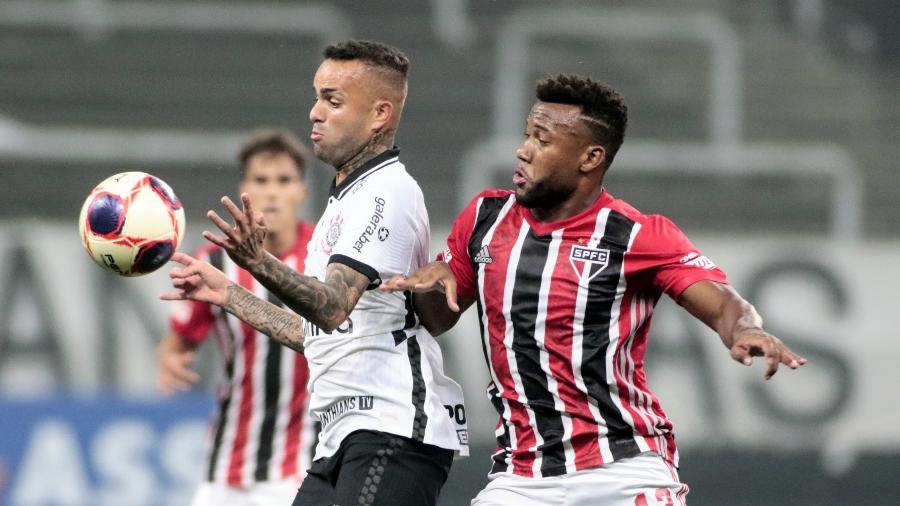Luan, do Corinthians, disputa bola com Luan, do São Paulo, em jogo do Paulistão - Rodrigo Coca/Agência Corinthians