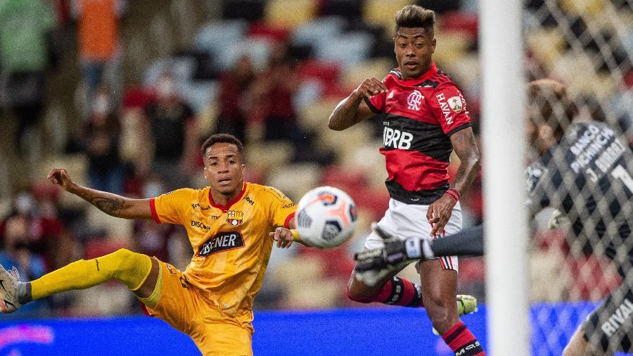 Dois gols de Bruno Henrique colocaram o Flamengo com um pé na final da Libertadores - Thiago Ribeiro/AGIF
