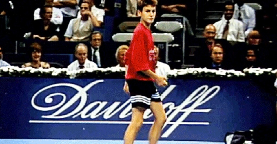 Roger Federer como boleiro na Basileia aos 13 anos