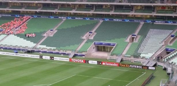 Marca da Allianz é coberta pela Conmebol nos setores mais baixos da arena