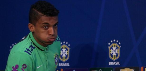 Luiz Gustavo admitiu que a seleção vai para o Paraguai pressionada - Lucas Figueiredo / MoWA Press